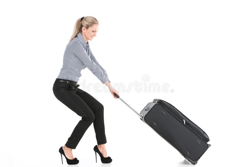 Mooi meisje die grote bagage trekken royalty-vrije stock fotografie