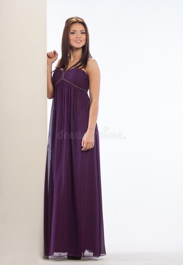 Mooi meisje in een kleding royalty-vrije stock foto's