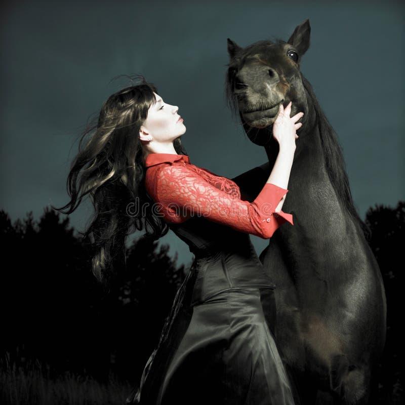 Mooi meisje en paard stock afbeeldingen