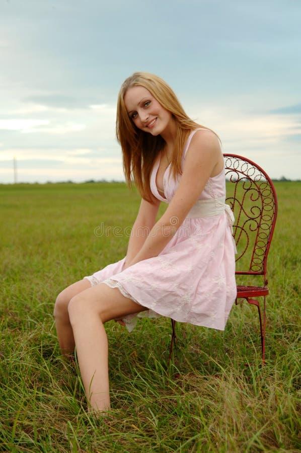 Mooi meisje in het land royalty-vrije stock foto