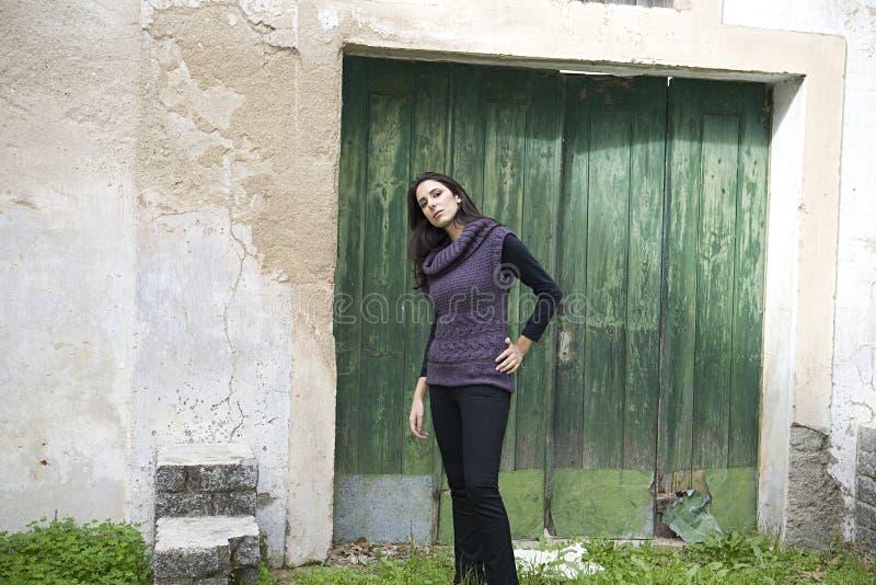 Mooi Meisje in het landbouwbedrijf stock fotografie