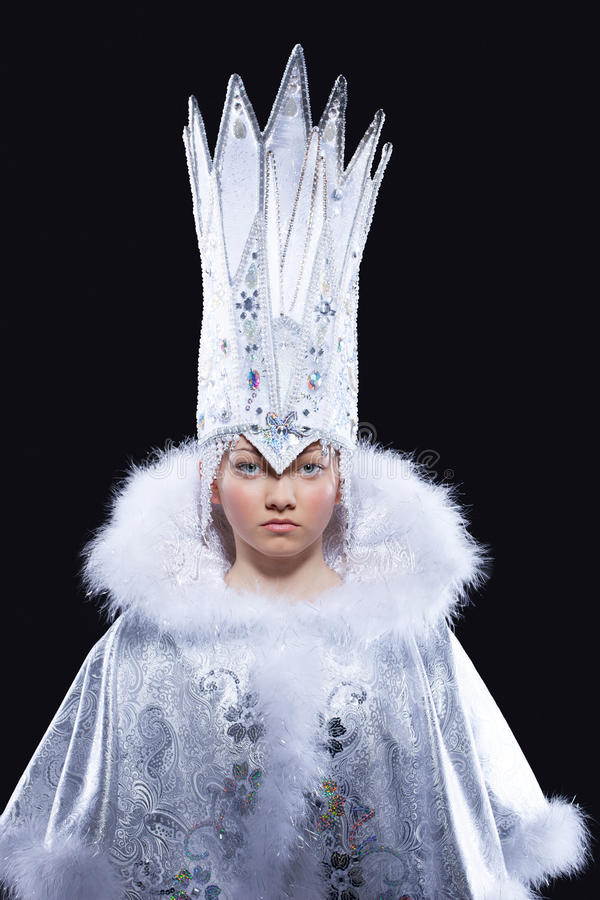 Mooi meisje in ijs koninginCarnaval kostuum royalty-vrije stock afbeelding