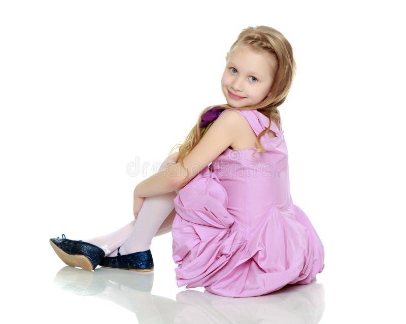 Mooi meisje 5-6 jaar stock afbeeldingen