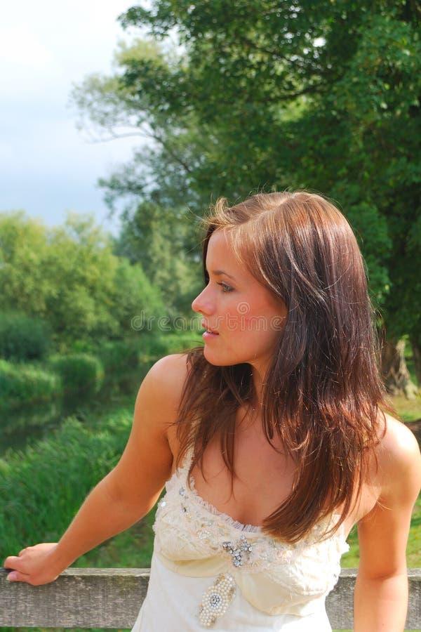 Mooi meisje in land royalty-vrije stock foto's