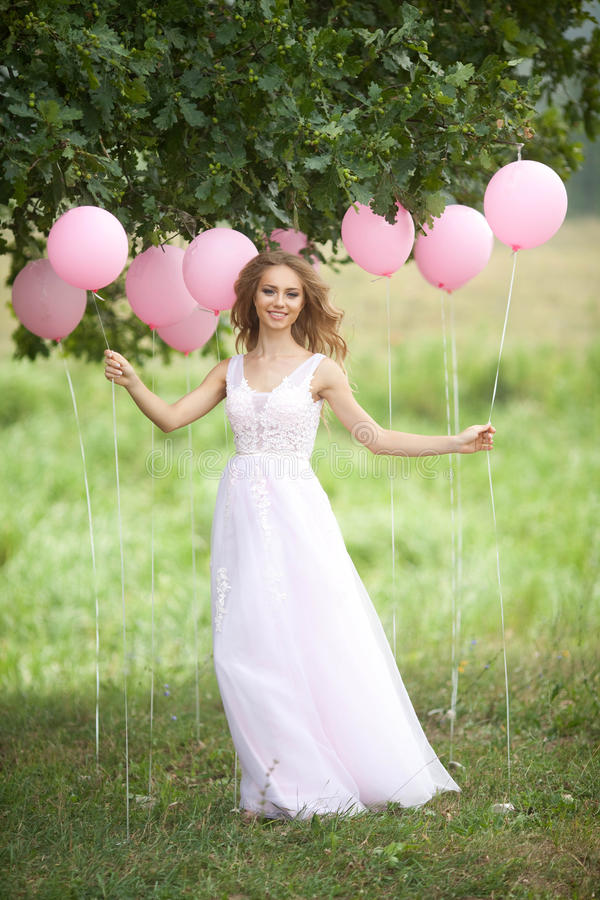 Mooi meisje met ballons royalty-vrije stock afbeelding
