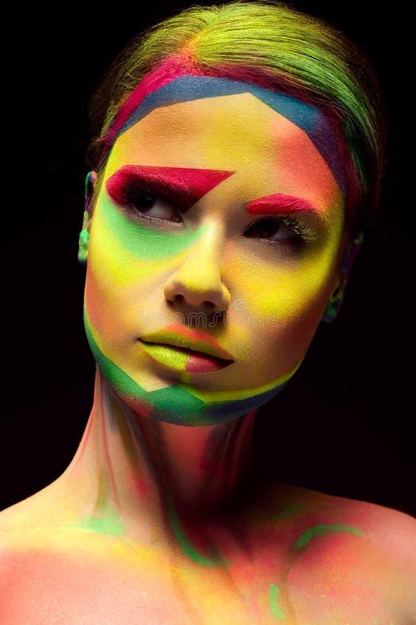 Mooi meisje met creatieve geschakeerde make-up Het Gezicht van de schoonheid royalty-vrije stock afbeelding