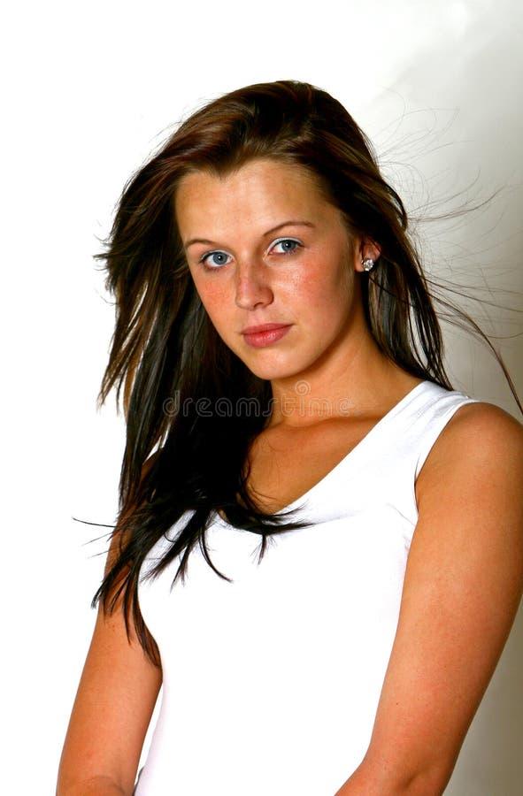 Mooi meisje met donker lang haar stock afbeeldingen