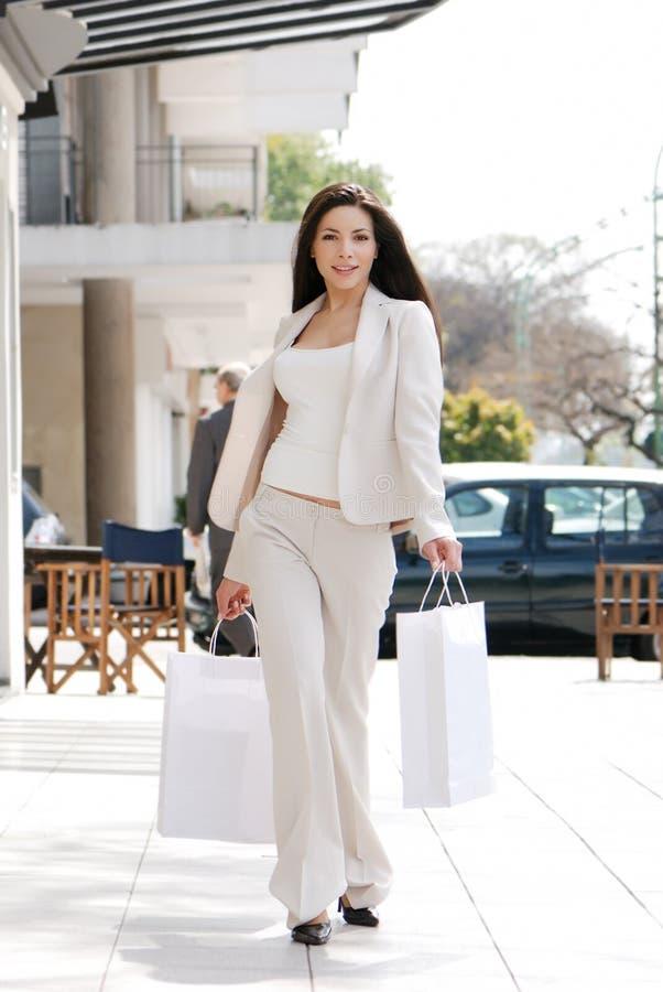 Mooi meisje met een het winkelen Zak stock foto