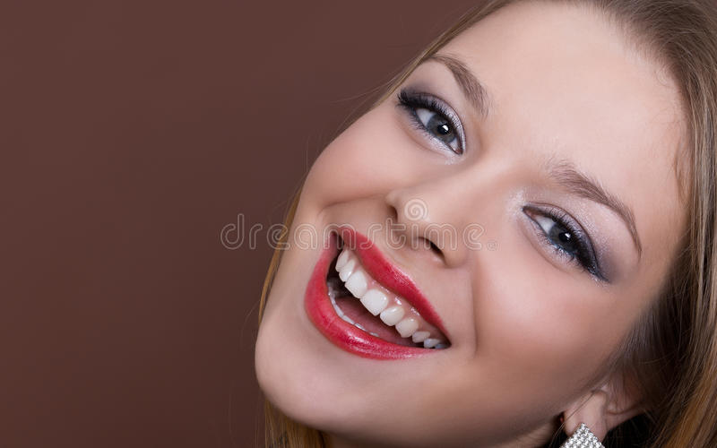 Mooi meisje met een perfecte glimlach stock foto