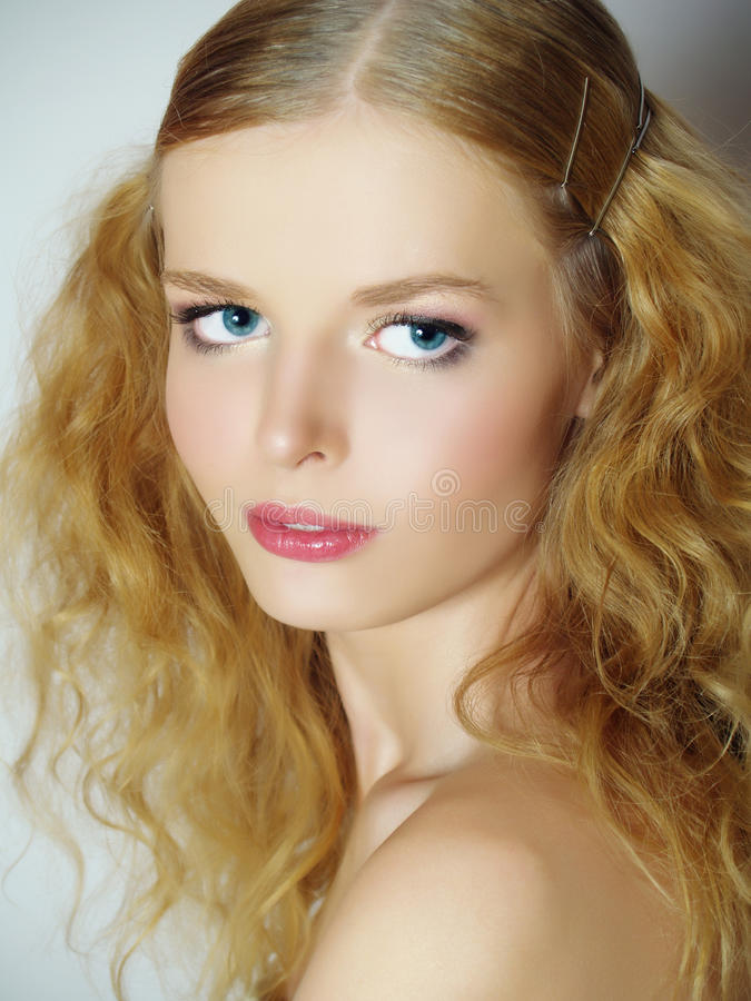 Mooi meisje met een zachte samenstelling royalty-vrije stock foto