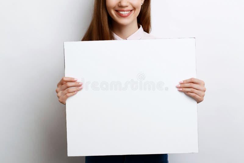 Mooi meisje met exemplaarruimte stock afbeelding