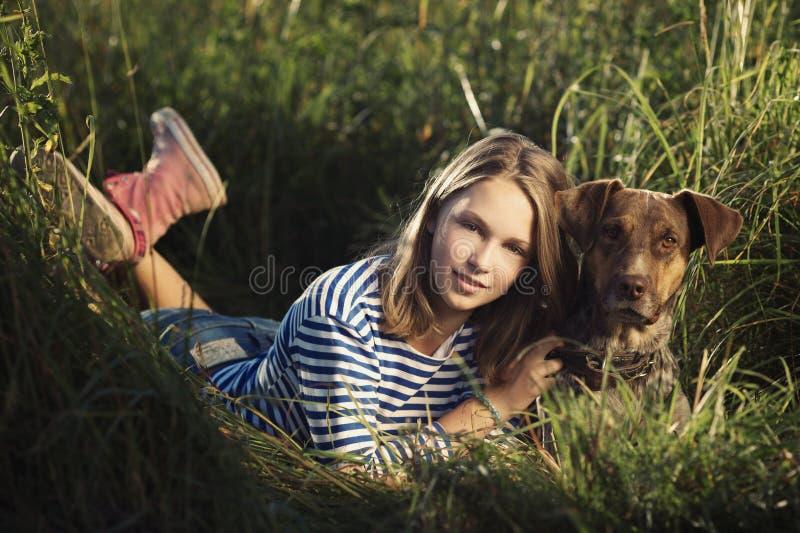 Mooi meisje met hond royalty-vrije stock foto