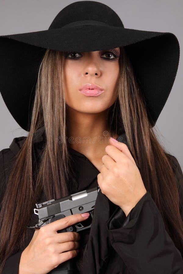 Mooi meisje met kanon stock afbeeldingen