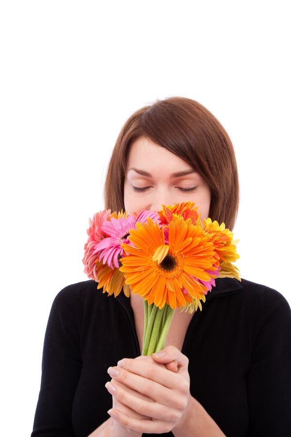 Mooi meisje met kleurrijke bloemen royalty-vrije stock afbeeldingen