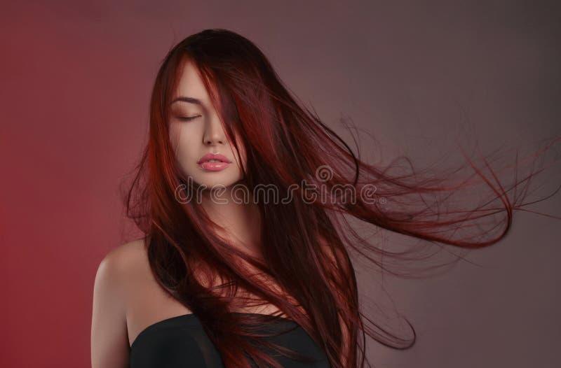 Mooi meisje met Lang gezond haar stock afbeeldingen