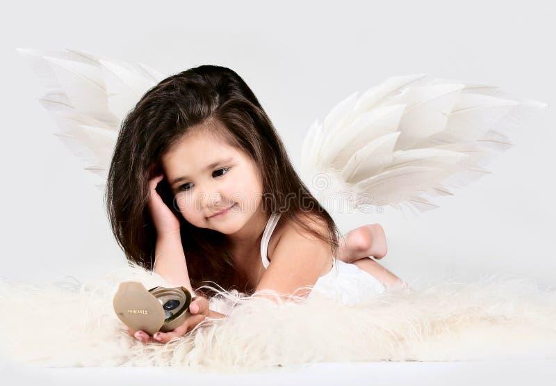 Mooi meisje met lang haar stock fotografie