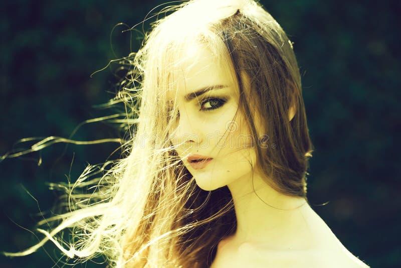 Mooi meisje met lang haar royalty-vrije stock fotografie