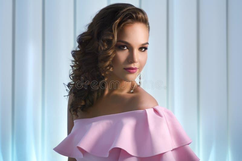 Mooi meisje met manier heldere make-up royalty-vrije stock afbeeldingen