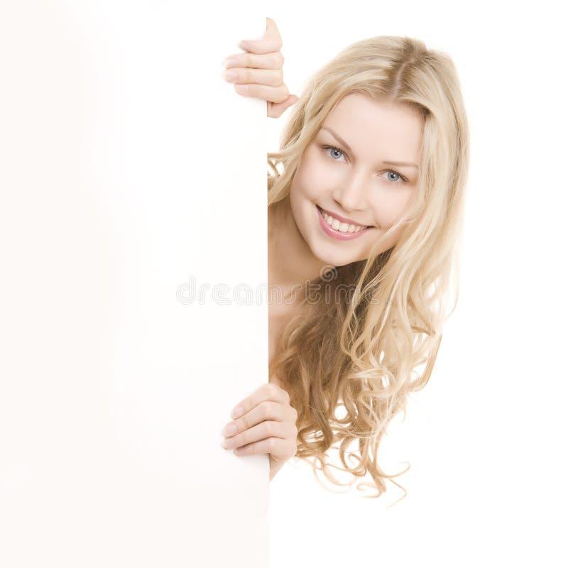 Mooi meisje met mooie glimlach stock foto
