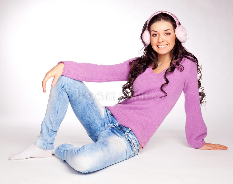 Mooi meisje met oorbeschermer stock afbeeldingen
