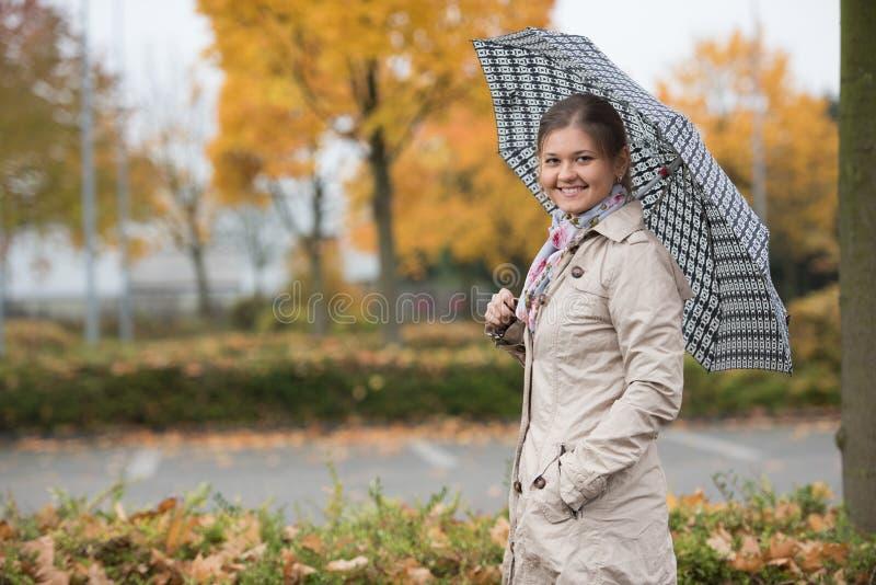 Mooi meisje met paraplu royalty-vrije stock foto's