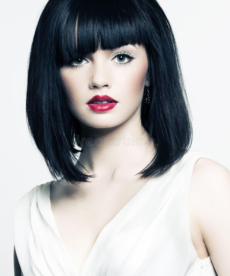 Mooi meisje met perfecte huid, rode lippenstift stock fotografie