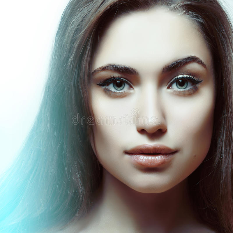 Mooi meisje met schitterende make-up royalty-vrije stock fotografie