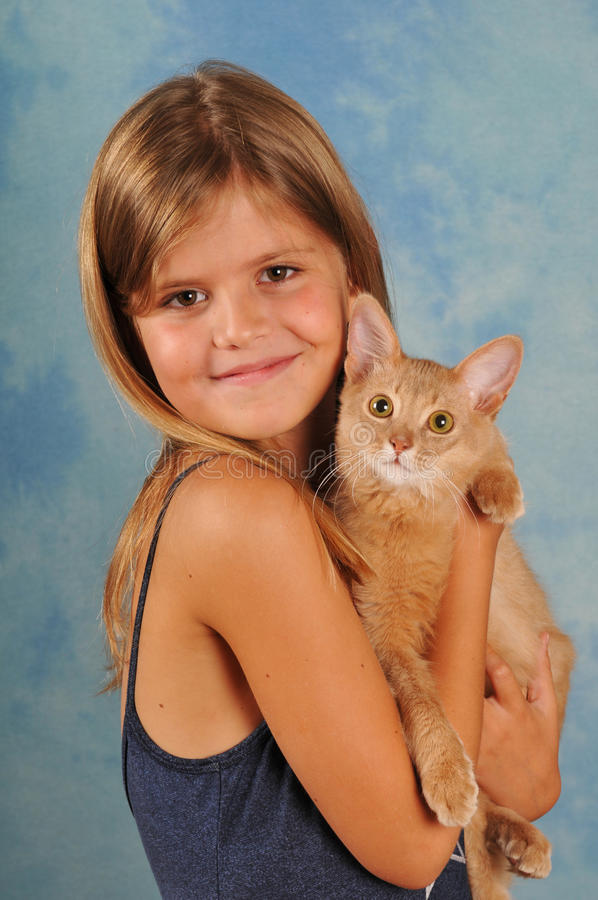 Mooi meisje met Somalisch katjesportret royalty-vrije stock foto
