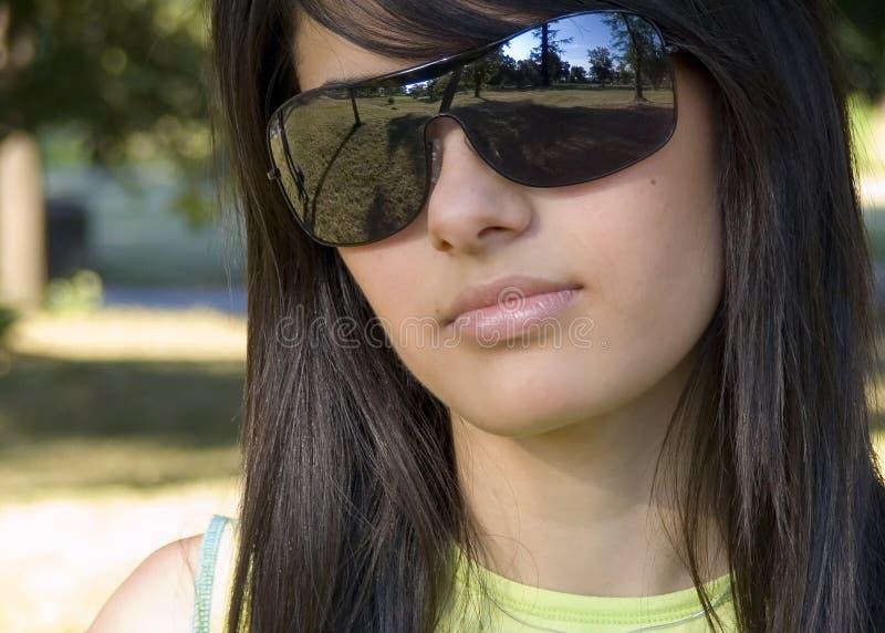 Mooi meisje met zonnebril royalty-vrije stock fotografie