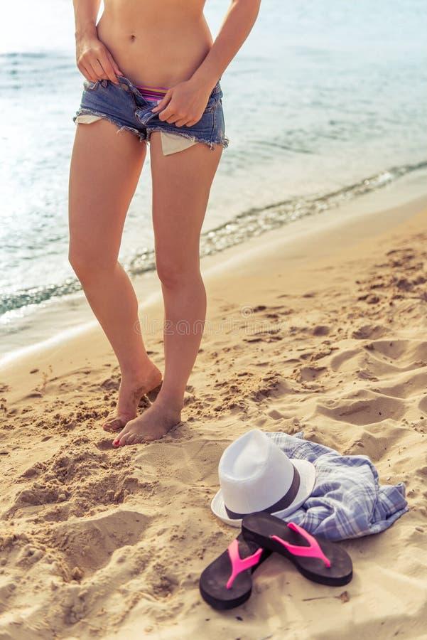 Mooi meisje op het strand #6 stock foto