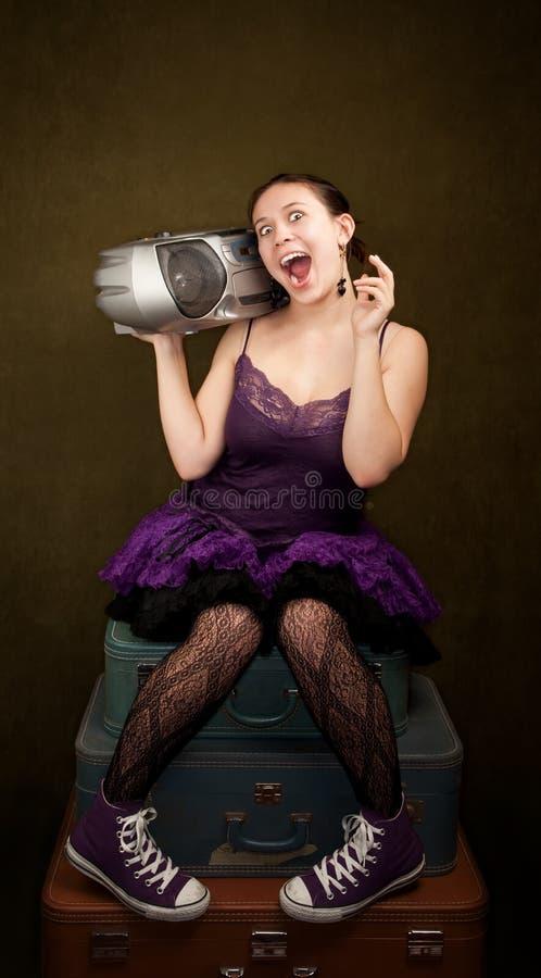 Mooi Meisje in Purple met Grote Radio stock foto's