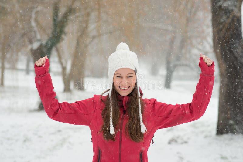 Mooi Meisje in Sneeuw royalty-vrije stock foto