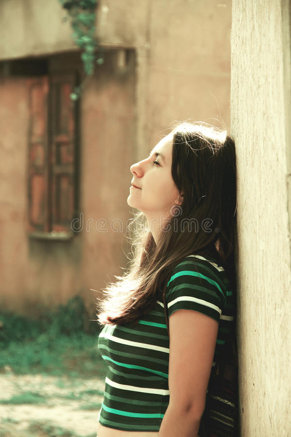 Mooi Meisje in The Sun stock afbeeldingen