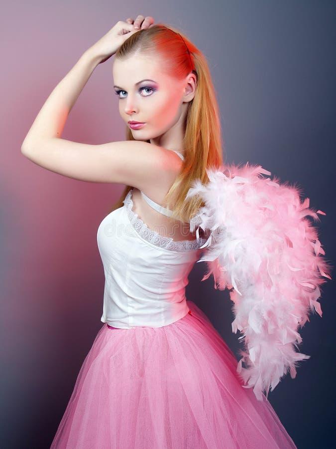 Mooi meisje van engel met grote vleugels stock foto's