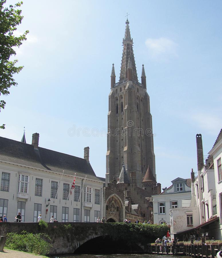 Mooi middeleeuws ori?ntatiepunt in de stad van Brugge, Belgi? stock foto