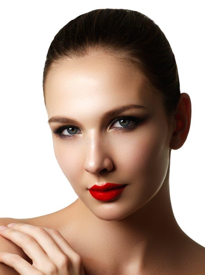 Mooi model het gezichtsportret van de maniervrouw met rode lippenstift G royalty-vrije stock afbeelding