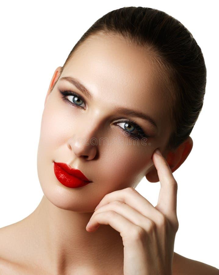 Mooi model het gezichtsportret van de maniervrouw met rode lippenstift G stock foto