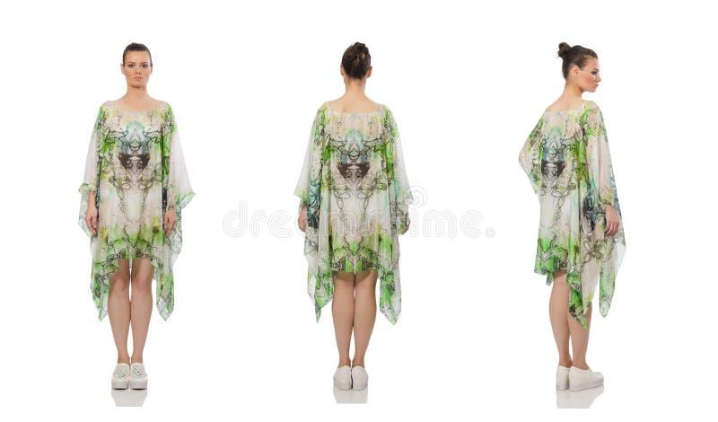 Mooi model in lange elegante die kleding op wit wordt ge?soleerd stock fotografie