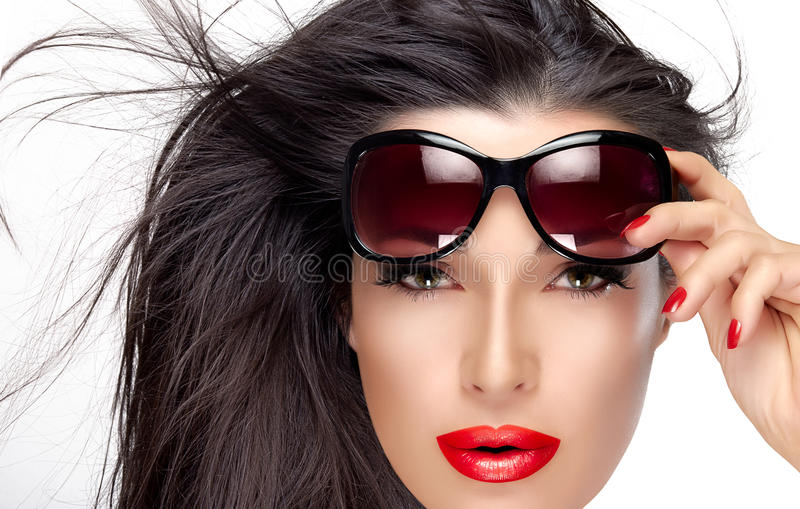 Mooi Modelholding fashion sunglasses op Voorhoofd royalty-vrije stock foto's