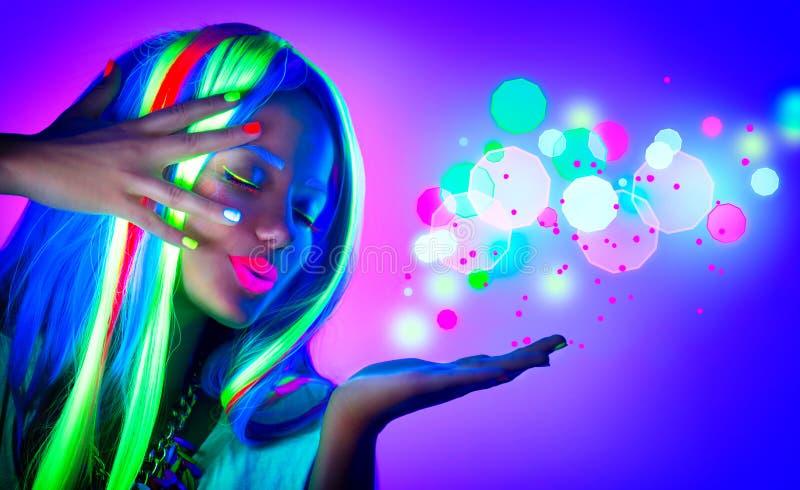 Mooi modelmeisje met fluorescente samenstelling royalty-vrije stock foto