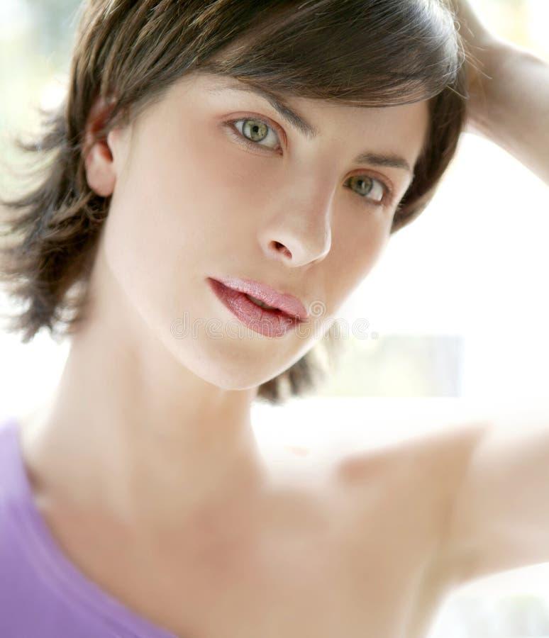 Mooi modelvrouwenportret met achterlicht stock foto