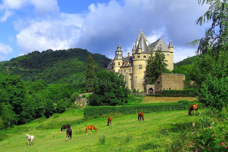 Mooi Ochtendlicht in Schloss Buerresheim, Eifel, Duitsland stock foto's