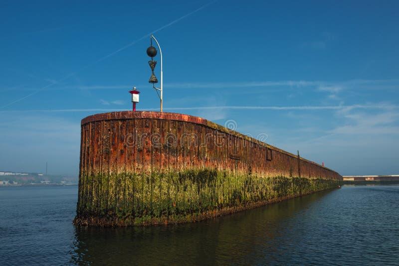 Mooi oud roestig dok bij Helgoland-eiland in Noordzee, Germa royalty-vrije stock afbeeldingen