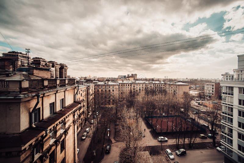 Mooi oud St. Petersburg tijdens zonsondergang bij avond in Rusland stock afbeeldingen
