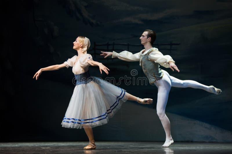 Mooi paar in het ballet van de Kerstmis magisch-fantasie de Notekraker stock fotografie