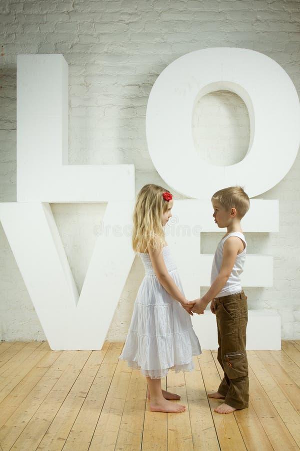 Mooi paar - liefdeachtergrond royalty-vrije stock foto's