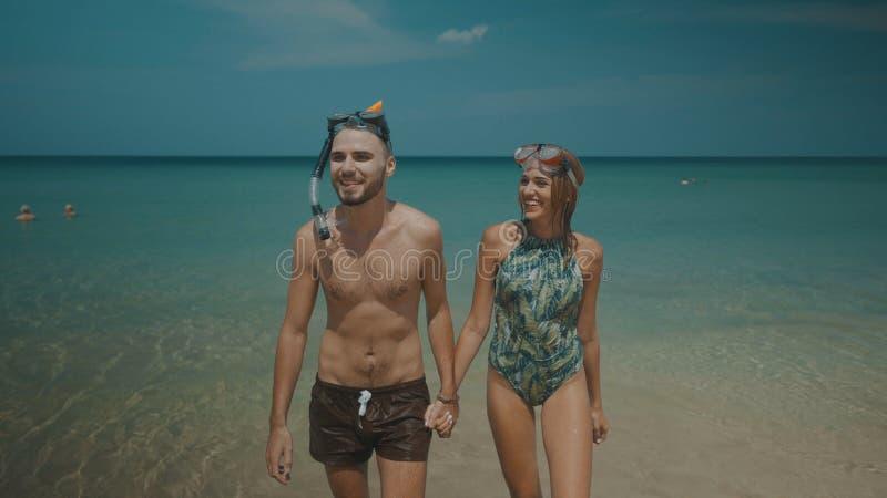 Mooi paar tijdens de zomervakantie royalty-vrije stock foto's