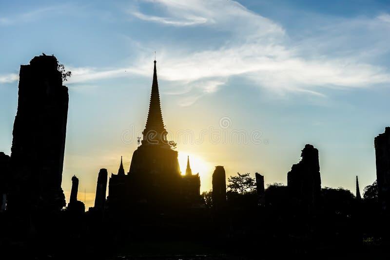 Mooi pagodensilhouet van Wat Phra Si Sanphet-tempel in ayutthaya Thailand royalty-vrije stock afbeelding