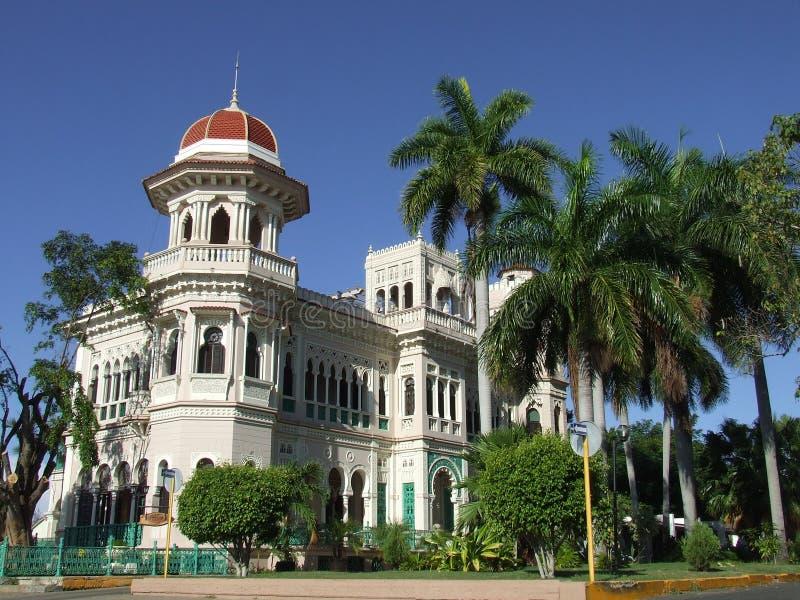 Mooi paleis in Cienfuegos stock afbeeldingen