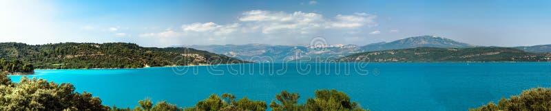 Mooi panorama aan het Verdon-meer, de Provence, Frankrijk stock afbeeldingen